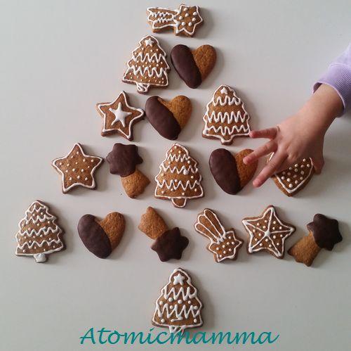 Albero di Natale con biscotti decorati