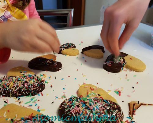 Spargere le codette sui biscotti