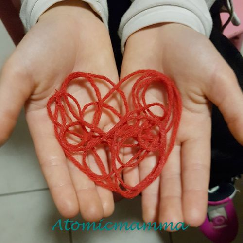 cuore fatto in lana rossa