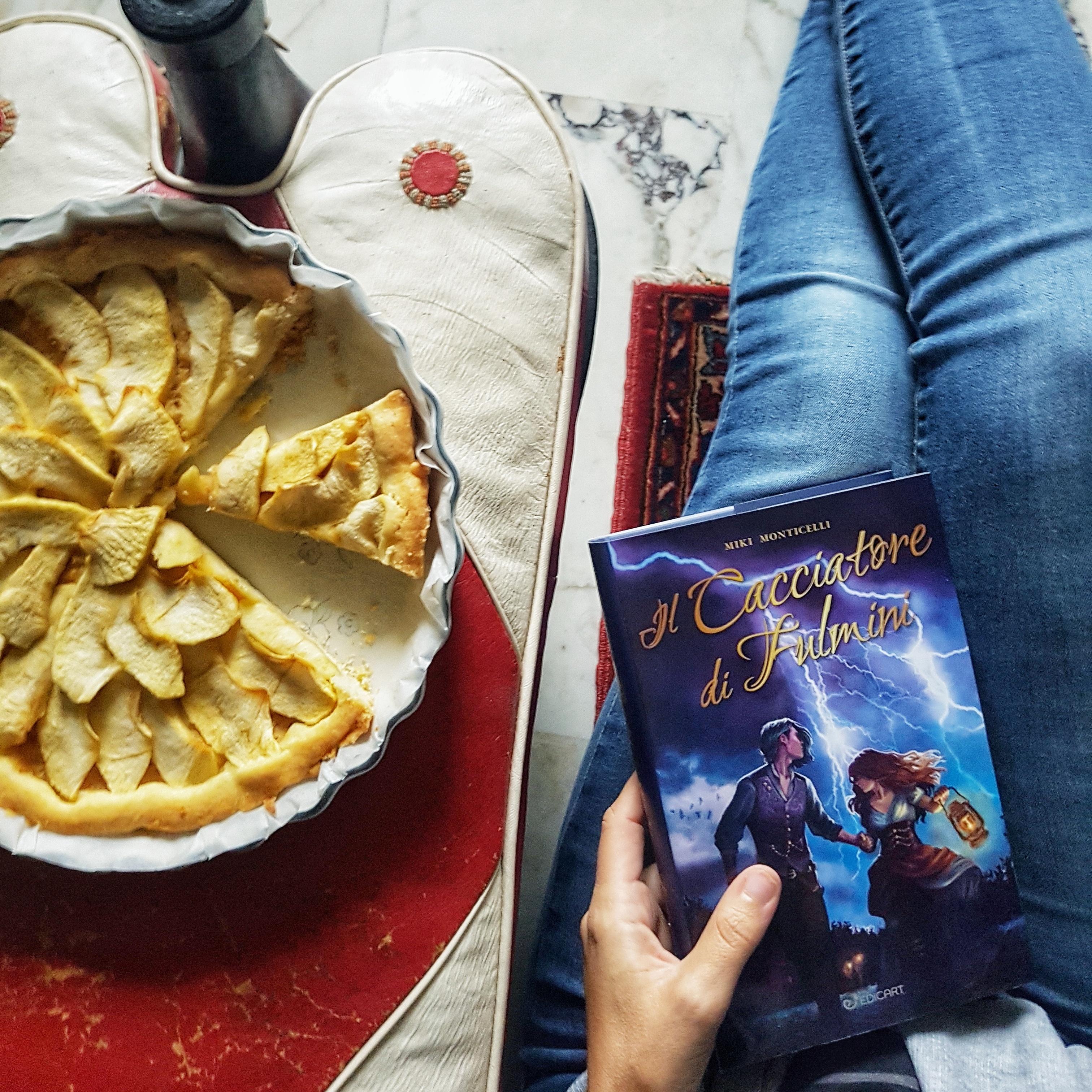 Il cacciatore di fulmini è il nuovo libro di Miki Monticelli con protagonista la fattucchiera Cassandra